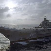 """Anh gọi hàng không mẫu hạm Nga là """"đống phế liệu"""""""