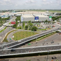 Cầu vượt vào sân bay Tân Sơn Nhất thông thoáng ngày khánh thành