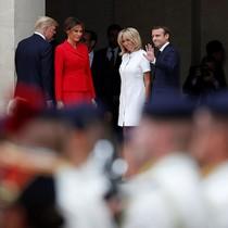 Tổng thống Pháp đón vợ chồng ông Trump thăm lăng mộ Napoleon