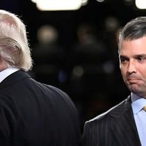 Chiến dịch của ông Trump chi tiền cho luật sư bảo vệ con trai