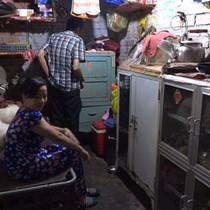 [Video] Cuộc sống bên trong khu ổ chuột ở trung tâm Sài Gòn