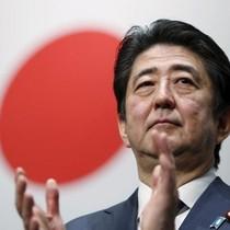 """Kinh tế Nhật Bản có thể """"trật đường ray"""" vì khủng hoảng chính trị"""