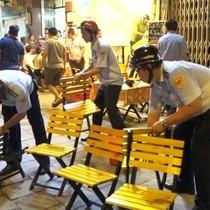 [Video] Ông Đoàn Ngọc Hải xử lý nhiều quán nhậu, ôtô đậu trên vỉa hè