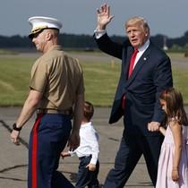 Cuộc khẩu chiến trong kỳ nghỉ của ông Trump