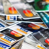 Làm thế nào để lựa chọn chiếc thẻ tín dụng đầu tiên của bạn?