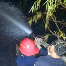 Cháy rừng trong sân bay Đà Nẵng