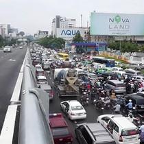 [Video] Nghịch lý giao thông ở đường vào sân bay Tân Sơn Nhất