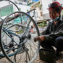 [Video] Người đàn ông sửa xích lô độc nhất Sài Gòn