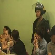 [Video] Sòng bạc ở trung tâm Sài Gòn bị trăm cảnh sát vây bắt