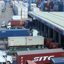 """Thêm cán bộ Hải quan TP. HCM bị bắt vì 213 container """"biến mất"""""""