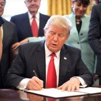 """Nhìn lại 9 tháng cầm quyền đầu tiên của vị Tổng thống """"khác người"""""""