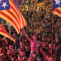 Nhiều ngân hàng đòi rời Catalonia