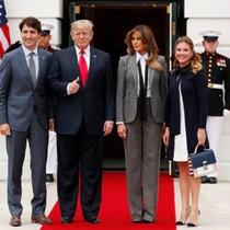 Bà Melania xây dựng hình tượng quyền lực khi mặc vest cạnh ông Trump
