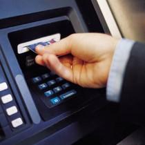 [Video] Làm gì khi bị ATM nuốt tiền