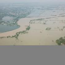 [Video] Huyện ngoại thành Hà Nội chìm trong biển nước nhìn từ flycam