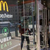 """Dịch vụ giao đồ ăn, """"cần câu"""" mới của Uber dự đoán đạt doanh thu 3 tỷ USD"""