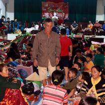 [Video] Hàng trăm người dân Nha Trang chạy bão Damrey trong đêm