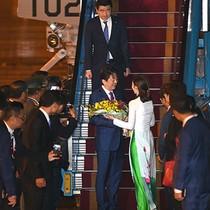 [Video] Chuyên cơ của Thủ tướng Nhật Bản Shinzo Abe đáp xuống sân bay Đà Nẵng