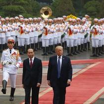 [Ảnh] Chủ tịch nước đón, hội đàm, họp báo chung với Tổng thống Donald Trump