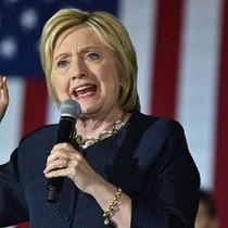 """Bà Clinton đáp trả khi bị ông Trump gọi là """"kẻ thua cuộc thảm hại"""""""