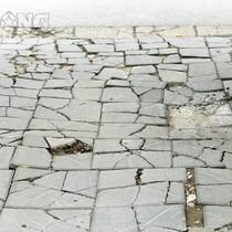 Hà Nội đổ trăm tỷ đồng, vỉa hè lát đá tự nhiên đã xuống cấp nghiêm trọng