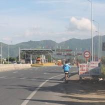 """Chiêu """"Tiền lẻ qua trạm"""" xuất hiện ở trạm thu phí Ninh An - Khánh Hòa"""