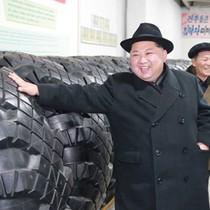 Nhà lãnh đạo Kim Jong-un thăm nhà máy sản xuất lốp cho xe tải chở tên lửa