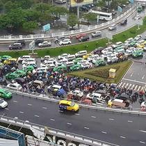"""Thu phí xe """"mượn"""" đường vào sân bay Tân Sơn Nhất?"""