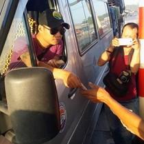 Đồng Nai: Tài xế dùng tiền mệnh giá 200 và 500 đồng mua vé qua trạm BOT Biên Hòa