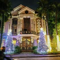 Những chủ biệt thự ở phố nhà giàu Sài Gòn đầu tư cả chục triệu đồng trang trí Noel