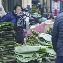 Chợ lá dong ngày Tết tấp nập giữa Thủ đô