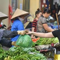 Thị trường 24h: Vì sao rau xanh bán rẻ như cho mà vẫn ế?