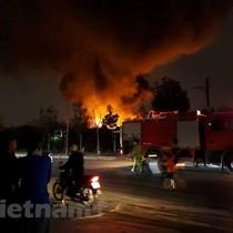 Hà Nội: Lại cháy lớn ở xưởng phế liệu tại làng Tân Triều