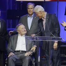 Năm cựu tổng thống Mỹ cùng xuất hiện gây quỹ