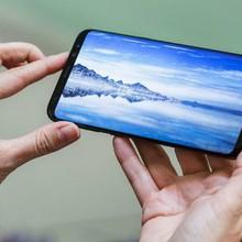 """[Infographic] So sánh chi tiết Samsung Galaxy S8 với """"người tiền nhiệm"""""""