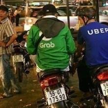 GrabBike vs UberMoto: Cuộc chiến từ cú chạm smartphone tới chiếc yên xe và từng ngã tư đường phố