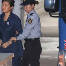 """Luật sư nói buồng giam cựu tổng thống Hàn Quốc """"lạnh lẽo, bẩn thỉu"""""""