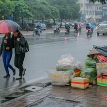 Nam Bộ có nắng, Bắc Bộ và Trung Bộ mưa phùn rải rác