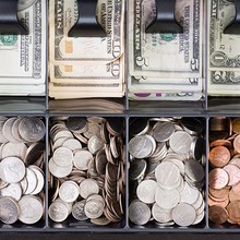 Đồng USD lên giá do số liệu kinh tế Mỹ sáng sủa hơn dự báo