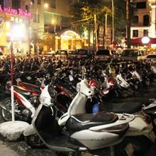 """""""Bãi xe khủng"""" giữa Sài Gòn bị ngừng hoạt động"""