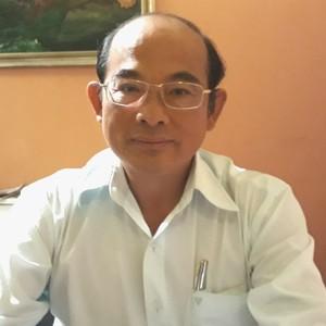 [BizSTORY] GS.Từ Trung Chấn, người biến cát thành năng lượng mặt trời