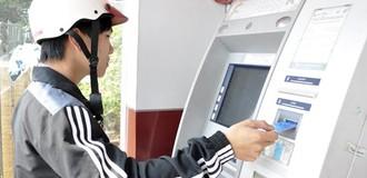"""ATM """"nhả"""" thiếu tiền, khách hàng cần làm gì?"""