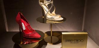 Ông chủ chán thời trang, hãng giày xa xỉ Jimmy Choo bị bán lại với giá 230 xu/cổ phiếu
