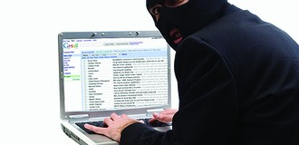 Rủi ro trong giao dịch điện tử: Email giả mất tiền thật