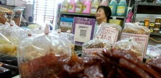 Trả tiền bằng QR code ở quán ăn vỉa hè Thái Lan