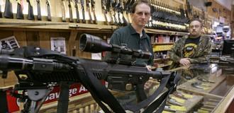 Dân Mỹ bắt đầu dự trữ vũ khí sát thương để làm gì?