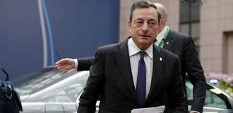Đồng USD trôi dốc, euro lên đỉnh gần 2 năm sau tín hiệu từ ECB