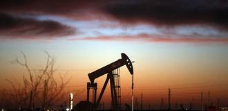 Tồn kho Mỹ giảm mạnh, giá dầu lên đỉnh 2 tháng
