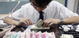 Đồng nhân dân tệ giảm giá sau khi Trung Quốc bị hạ bậc tín nhiệm