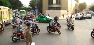Người dân lúng túng ngày đầu giao thông phân luồng khu trung tâm TP. HCM